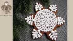 Christmas  cookies. Cookie decorating with royal ising. Christmas Snowfl...