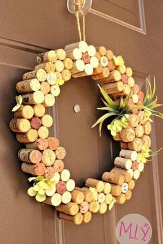 Top 101 DIY Wine Cork Craft Ideas that you can do with your family or by yourself. Collection of one the most beautiful and creative DIY Wine Cork Projects. Wine Cork Wreath, Wine Cork Ornaments, Wine Cork Art, Wine Corks, Snowman Ornaments, Wine Craft, Wine Cork Crafts, Wine Bottle Crafts, Wine Bottles