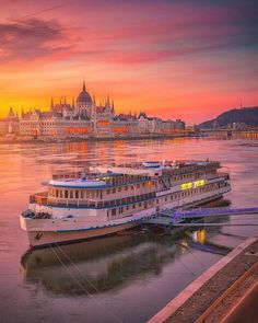 Golden hour in Budapest, Hungary 📷 Beautiful Places To Travel, Most Beautiful Cities, Beautiful Live, Wonderful Places, Budapest Travel, Hungary Travel, Voyage Europe, Cities In Europe, Budapest Hungary