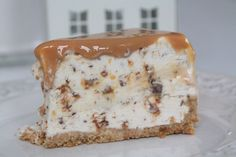 cheesecake with daim den godaste Pudding Desserts, Cookie Desserts, No Bake Desserts, Dessert Recipes, Vegetarian Cheesecake Recipe, Cheesecake Recipes, Toffee Cheesecake, No Bake Cake, Baking Recipes