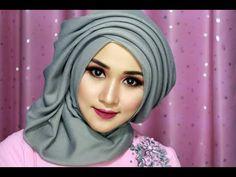Tutorial Make Up And Hijab Quadrix Simple Luxury, Hijab Feast, Hijab Kndangan, Hijab WI Tutorial Hijab Wisuda, Hijab Style Tutorial, Cara Hijab, Turban Hijab, Video Hijab, Trendy Fashion, Fashion Show, Trendy Style, Womens Fashion