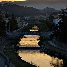 busento dorato - il fiume Busento attraversa e divide la città nuova dalla vecchia (Cosenza)