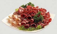 Нужна праздничная мясная нарезка? Красивые мясные нарезки фото. Мясная нарезка на праздничный стол, оформление мясной нарезки, домашняя мясная нарезка фото.