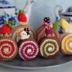 FREE Cake Rolls Crochet Pattern &Tutorial These are cute, but I don't know if I'd ever make them. How To Make Cake, Food To Make, Mini Rolls, Food Gifts, Toys For Boys, Mini Cupcakes, Crochet Toys, Free Pattern, Crochet Patterns
