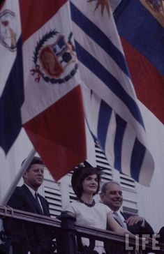 John F Kennedy and Jacqueline Kennedy Jackie Kennedy Style, Jacqueline Kennedy Onassis, Les Kennedy, Robert Kennedy, Reagan Bush, Us First Lady, John Junior, American Legend, National Treasure