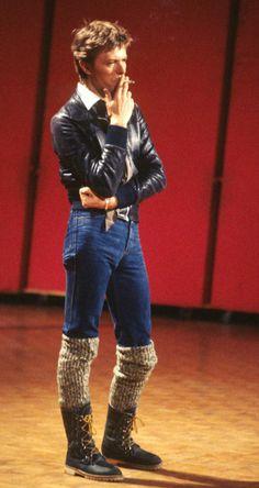 David Bowie, October Photo by Piero Togni, Rome Odeon. Freddie Mercury, David Bowie Fashion, David Bowie Pictures, David Bowie Ziggy, Ziggy Stardust, Miles Davis, Janis Joplin, Amy Winehouse, David Jones