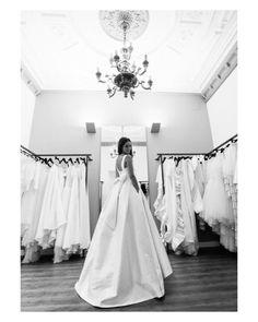 Os damos las buenas noches con este vestidazo de @cristinatamboreroatelier  { by @dianasegurafotografia}. #goodnight #buenasnoches #wedding #weddingday #boda #bride #bridetobe #bridal #onedaybridal #onedaybride #novia #groom #bridaldress #vestidodenovia #espaladasinfinitas #weddingdress #CristinaTamborero #princesa #princess #inlove #amazing #espectacular #beautiful #stunning #weddinginspiration #inspiration #love #like #picoftheday #siempremia