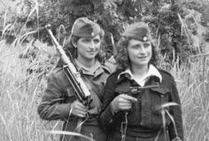Μεγάλες μάχες του ΔΣΕ – Lefteria Women In Combat, Bread And Roses, Socialism, Soviet Union, Powerful Women, Ancestry, Wwii, Don't Forget, Greece