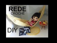(19) Diy: rede em crochê para as bonecas Blythe e Barbie - YouTube Doll Videos, Youtube, Make It Yourself, Dolls, Blog, Pink, Macrame, Hat Crochet, Crochet Doll Clothes
