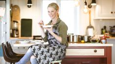 TV-kokk Charlotte Mohn Gaustad tipser: Slik lager du supper på 1-2-3 - Godt.no Tv, Charlotte, Soups, Salads, Food, Chowders, Soup, Salad, Chopped Salads