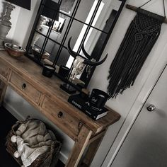 Deco Boheme Chic, Console Styling, Tribal Decor, Decoration Inspiration, First Apartment, Decor Interior Design, My Room, Entryway Tables, Sweet Home
