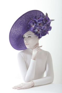 Philip Treacy SS 2014 – Hats for lady Philip Treacy Hats, Hat Day, Crazy Hats, Millinery Hats, Church Hats, Fancy Hats, Love Hat, Red Hats, Shades Of Purple