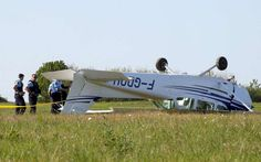 PHOTO Cessna F172-P (F-GDOH) flips over on landing at Angoulême-Brie-Champniers Airport, France. (13-APR-2017). @charentelibre