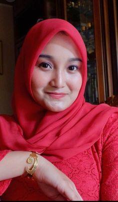 Fajar Rudin's media content and analytics Beautiful Hijab Girl, Beautiful Muslim Women, Batik Fashion, Hijab Fashion, Fashion Outfits, Arab Girls Hijab, Muslim Girls, Casual Hijab Outfit, Hijab Chic