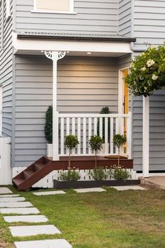 Ideas exterior house doors front entry paint colours for 2019 Entry Paint Colors, Exterior Paint Colors, Exterior House Colors, Exterior Design, Interior And Exterior, Paint Colours, Colonial Exterior, Craftsman Exterior, Weatherboard Exterior