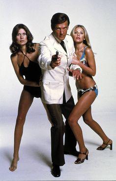 Tällaisena Roger Moore nähtiin Mies ja kultainen ase -elokuvassa.