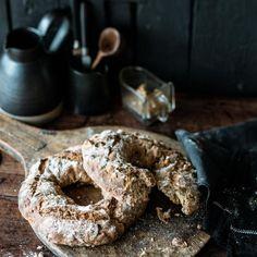 Rezept: Maroni-Walnuss-Apfel-Brot. Brotkringel mit Maronen, Äpfeln und Cidre.