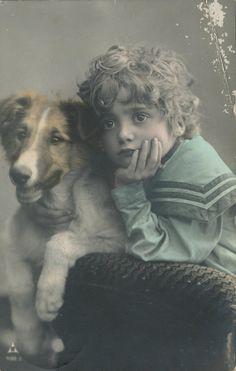 vintage - enfants via Vintage Children Photos, Vintage Pictures, Old Pictures, Vintage Images, Photo Vintage, Vintage Dog, Dogs And Kids, Animals For Kids, Photos With Dog