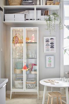 IKEA Deutschland   Leben, Kochen, Essen,  Arbeiten, Schlafen: Hier passiert alles in einem  Zimmer. Einfachheit, Cleverness und Aufbewahrung bilden die drei Grundpfeiler dieser Wohnung -  sie stellensicher, dass so viel Aufbewahrung und Funktion wie möglich unterkommen. #IKEA #flexibles #wohnen #Einzimmerwohnung #praktischer #Wohnraum  #einrichten #Wohnzimmer #Schlafzimmer #Esszimmer #Küche #Arbeitszimmer #inspiration #trends #2020 #scandi #skandi #scandinavian #interior #interieur #design