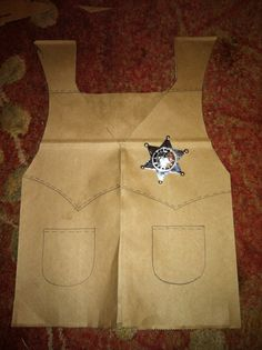 I made these vests for my kids cowboy party. Brown paper bag and badge from the cent store! Cowboy Theme, Cowgirl Party, Western Theme, Vbs Crafts, Camping Crafts, Preschool Crafts, Wild West Theme, Wild West Party, Cowboy Vest