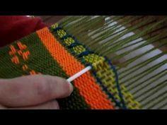 TELAR MARIA : medallon danes - YouTube Weaving Loom Diy, Inkle Loom, Hand Weaving, Weaving Designs, Weaving Projects, Weaving Patterns, Peg Loom, Tapestry Design, Art Textile