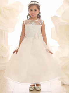 Thanks to embroidered lace flowers and attached organza bow this look is perfectly sweet for any special occasion. The full lining and the additional petticoat provided gives this fancy fluttering fro Organza Flowers, Organza Dress, Lace Bodice, Lace Flowers, Ivory Flower Girl Dresses, Lovely Dresses, Girls Dresses, Dresses Dresses, Flower Girls