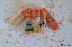 👻🦇🎃  .  .  .    #artefriki #blytheknitclothes #blytheknitwear #blytheknit #knitting #blythe #pullip #blytheoutfit #sweater #knittingsweater #blythesweater #blytheknitclothes #pullipdoll #pullipclothes #blythedoll #cardigan #jersey #kawaii #blythefashion #cute #autumn #fall #halloween #dollsewing  #dollstagram #blythegram #sew