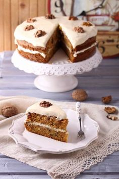 Paula's homemade carrot cake with white frosting Bake My Cake, Pie Cake, Just Desserts, Delicious Desserts, Yummy Food, Carrot Cake Cupcakes, Cupcake Cakes, Churros, Baking Bad