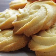 === Melting Moments === unsalted butter, softened at room temperature icing sugar teaspoon pure vanilla extract . Cookbook Recipes, Cookie Recipes, Dessert Recipes, Eid Recipes, Baked Chicken Recipes, Crockpot Recipes, Banana Pudding Ingredients, Melting Moments Cookies, Southern Banana Pudding