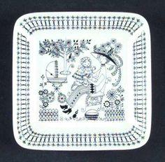 Emilia Pattern by Raija Uosikkinen. Porcelain Ceramics, China Porcelain, Ceramic Pottery, Stig Lindberg, Plate Art, China Painting, Vintage Dishes, Marimekko, Scandinavian Design