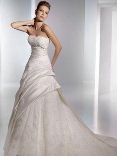 beautiful wedding dress, I love it!!