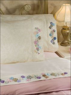 Quilting - Feel-Good Patterns - Sleepy-Time Yo-Yo Bedding GORGEOUS!! Wanna start working on a set!!