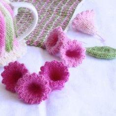 Trumpet Flower - free knitting pattern by Loani Prior Crochet Video, Knit Or Crochet, Crochet Motif, Crochet Crafts, Yarn Crafts, Crochet Flowers, Loom Knitting, Knitting Stitches, Knitting Patterns Free