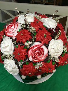 Poinsettias Cupcake Bouquet Christmas Cake Designs, Christmas Cakes, Christmas Sweets, Christmas Centerpieces, Merry Christmas, Cupcake Flower Bouquets, Flower Cupcakes, Cup Cakes, Cupcake Cakes