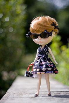 She looks like me!!! OMG!!!  such a retro feel. oh those glasses! #blythe #doll