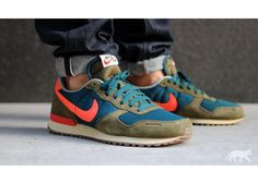 Nike Air Vortex Vintage V-Series (Mid Turquoise / Total Crimson / Squadron Green / Sail)