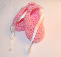 baby bootees-free crochet patterns  In English. Ballerina Slippers and crocheted Flower Patterns. Free for personal Use! WOW! so Cute!