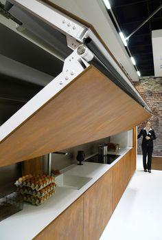 """Von der Leichtigkeit des Kochens - Bedienung per Touch-Display, bewegliche Arbeitsflächen, sensorisch gesteuerte Kaffeezubereitung: Die """"Living Kitchen"""" präsentierte Technik zum besseren Leben."""
