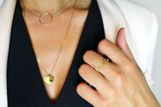en soldes : 56euros http://adelineaffre.com/fr/nouvelle-collection/159-collier-alice-plaque-or.html