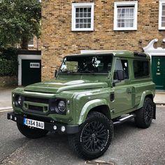 Green with envy! Wide-Track Edition Defender out in South London Defender 90, Land Rover Defender, Land Rover Car, Land Rovers, Offroad, Kahn Design, Automobile, Land Rover Freelander, Jeep Wrangler Unlimited