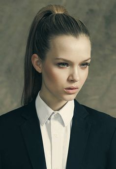 Josephine Skriver: Smooth and polished high ponytail.