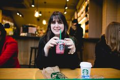 Um lugar chamado Notting Hill | A series of serendipity Starbucks Melina Souza  - photo by Sharon Eve Smith  <3