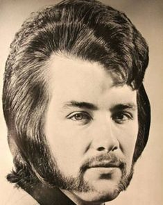 The Jesus hairdo & Elvis rolled into one. 1971 men's quiff hairstyle The fringe of mid length brunette hair was combed into a quiff Quiff Hairstyles, Vintage Hairstyles, Hairdos, Beautiful Hairstyles, Bad Hair Day, Big Hair, The Quiff, Costume Noir, Rides Front