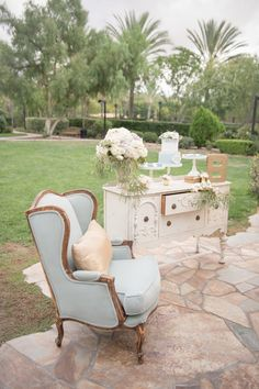 French Inspired Baby Shower This shower embodies all things Spring and as I stare out my window at 7 foot snow drifts, this is Baby Shower Parties, Baby Shower Themes, Shower Ideas, Ideas Bautizo, Johnson Baby, Parisian Baby Showers, French Baby, Elegant Bridal Shower, French Bridal Showers