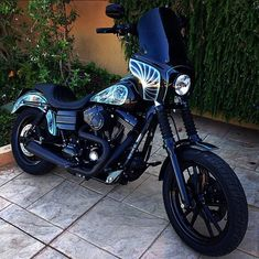Old Classic Harley-Davidson Motorcycles Harley Davidson Dyna, Harley Dyna, Classic Harley Davidson, Harley Davidson Street Glide, Harley Davidson Motorcycles, Regal Raptor, Dyna Club Style, Motorcycle Headlight, Retro Motorcycle
