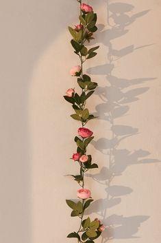 Fake Flowers Decor, Flower Room Decor, Cute Room Decor, Flower Decorations, Indie Room Decor, Rose Decor, Room Design Bedroom, Room Ideas Bedroom, Cheap Bedroom Decor