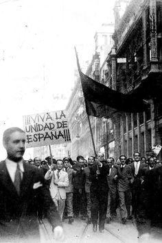 José Antonio Primo de Rivera al frente de una manifestación en la Puerta del Sol, «tras la rendición de los separatistas catalanes en 1934» ARCHIVO DE ABC