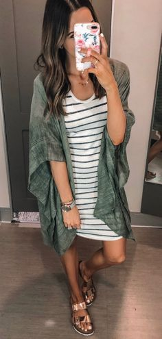 Catchy Summer Outfits To Wear Now green long cardigan Simple Outfits, Simple Dresses, Outfits For Teens, Trendy Outfits, Floral Dresses, Summer Dresses, Spring Summer Fashion, Spring Outfits, Summer Wear