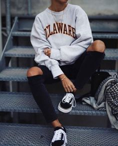 19 Schicke Pullover Outfit Ideen - Brenda O. - - 19 Schicke Pullover Outfit Ideen – Source by enessasand Outfit Stile, Vans Outfit, Comfy Outfit, Comfy Casual, Smart Casual, Winter Mode, School Fashion, Sweater Outfits, Pullover Outfits