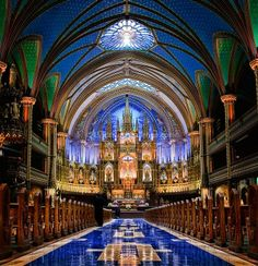 Basilique Notre-Dame de Montréal -- magnifique! So astonishingly beautiful.